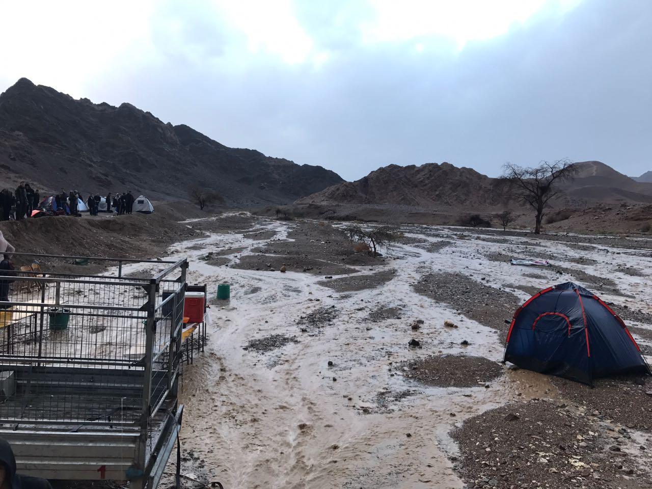 130 תלמידי בית הספר עמק החולה חולצו מחניון נטפים רודד סמוך לאילת.