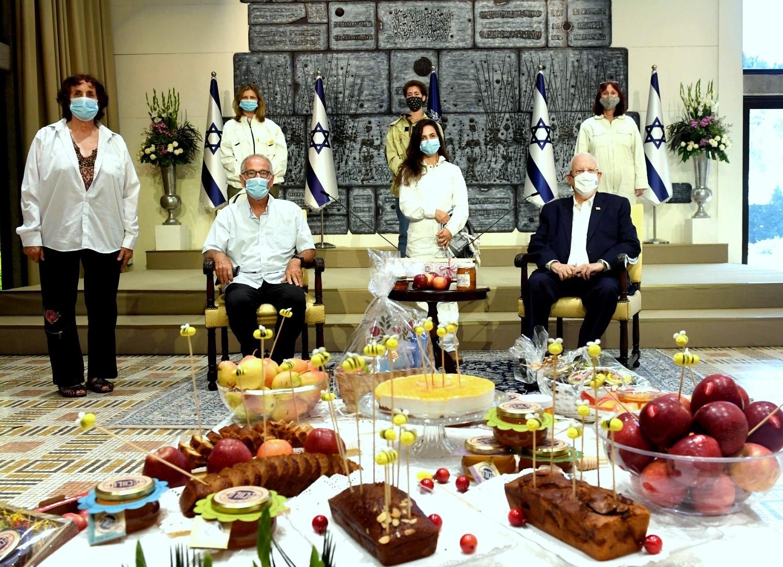 לכבוד חגי תשרי ורגע לפני הסגר אירח נשיא המדינה דבוראיות ואת נציגי מועצת הדבש גם מהגליל העליון