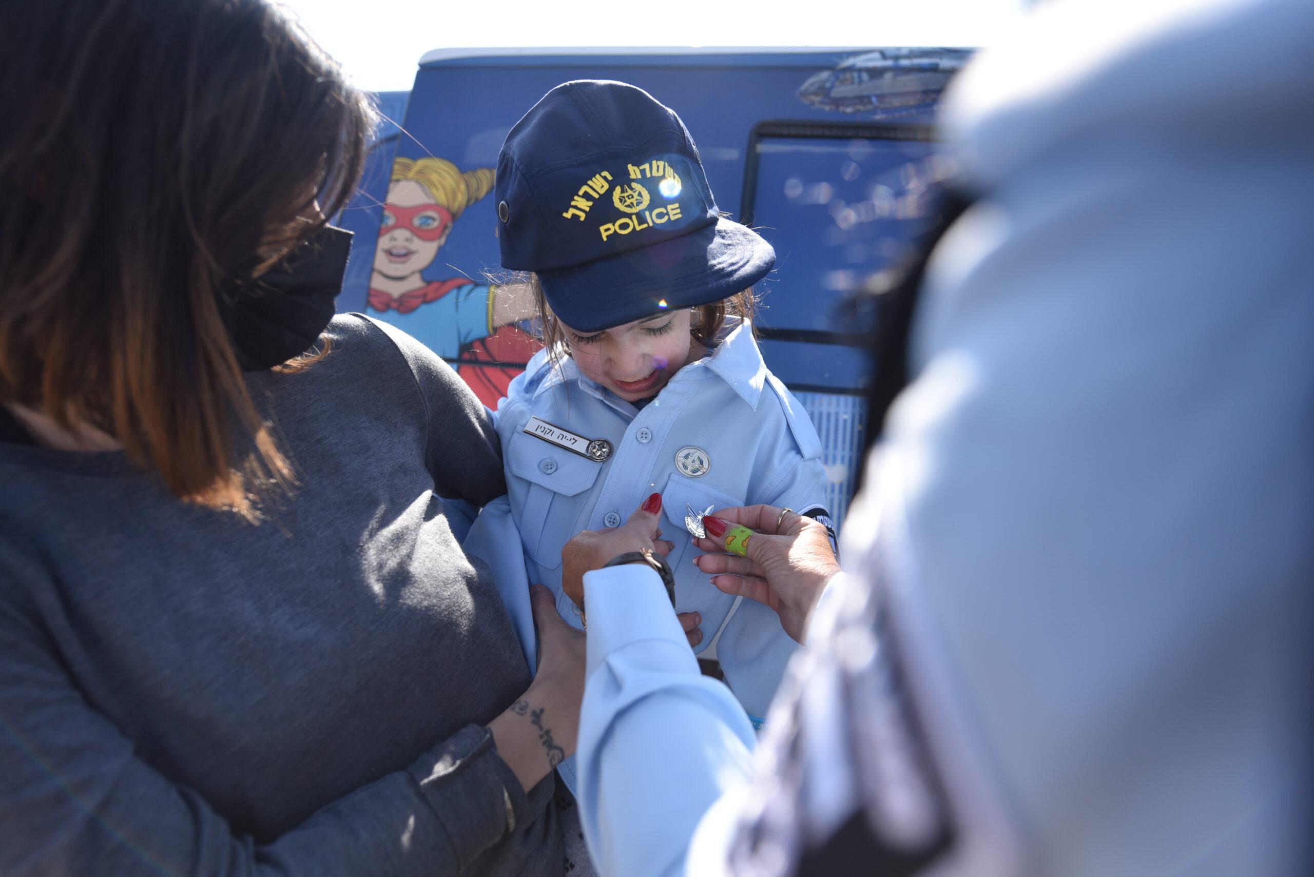 ניידת המשאלות של משטרת ישראל הגשימה חלום ללי-יה בת ה-6 מקריית שמונה ולחוסיין בן ה-6 מטובא זנגרייה להיות שוטרים ליום אחד