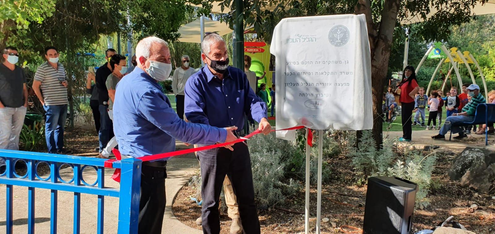 שר החקלאות אלון שוסטר חנך את גן השעשועים החדש בקיבוץ חולתה
