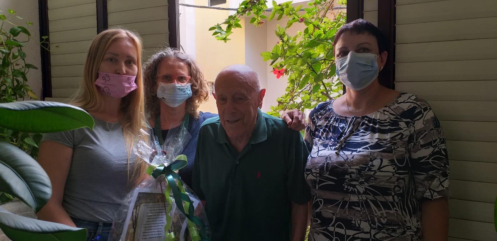 במכבי שירותי בריאות מעניקים טיפול ותמיכה לניצולי השואה לאורך כל השנה