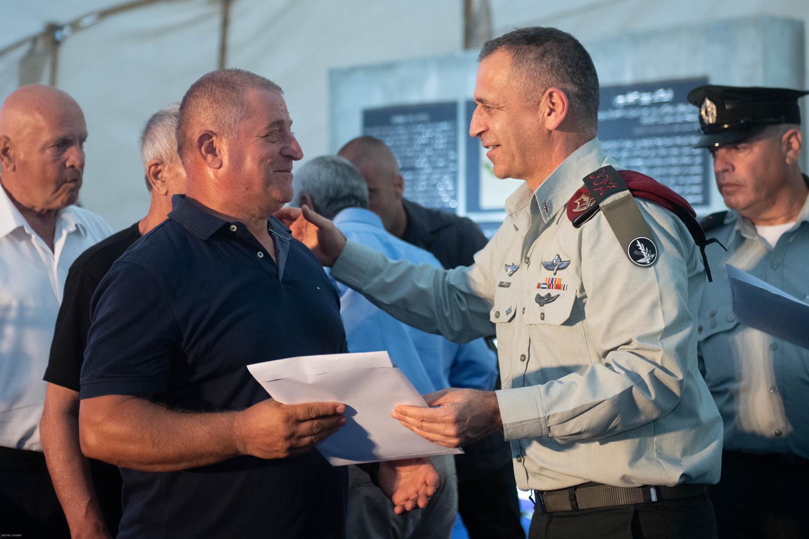 מפקדי ולוחמי צד״ל קיבלו את אותות המערכה ללחימה ברצועת הביטחון בטקס סמוך לגדר הטובה