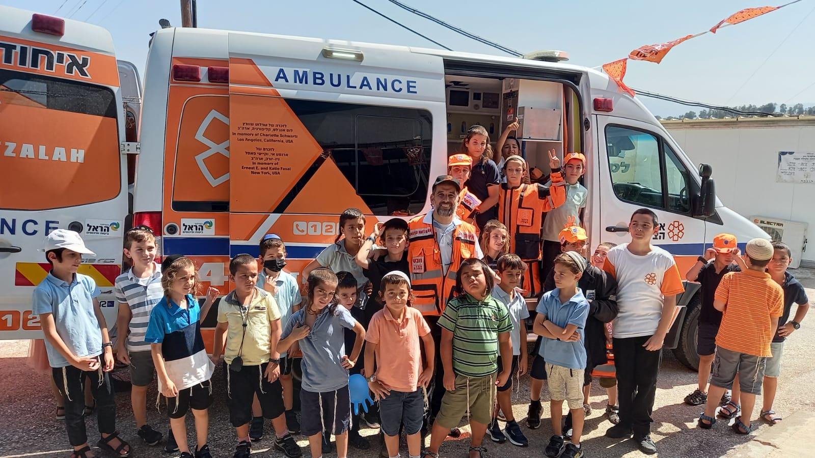 מתנדבי איחוד והצלה סניף עמק החולה  בפעילות קהילתית בבית הספר תלמוד תורה בקריית שמונה