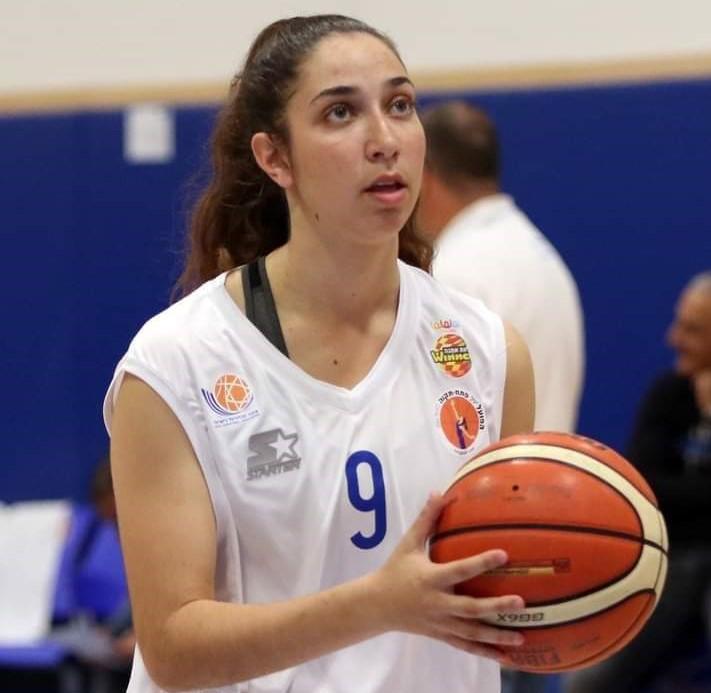 שחקנית הכדורסל ניצן עמאר מיראון חתמה במכללת צפון קרוליינה