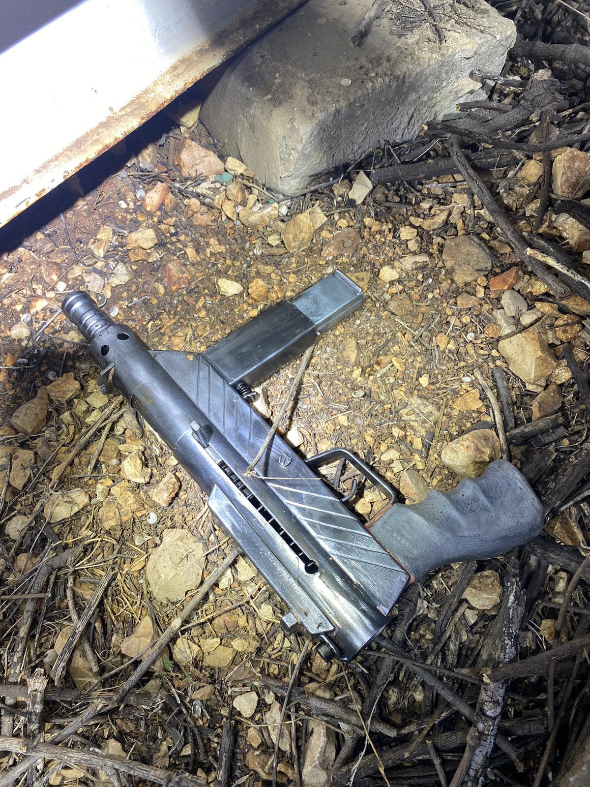 במהלך חיפוש בשטח פתוח בטובא נתפס נשק מסוג קרלו עם מחסנית בהכנס החשוד נעצר ונחקר