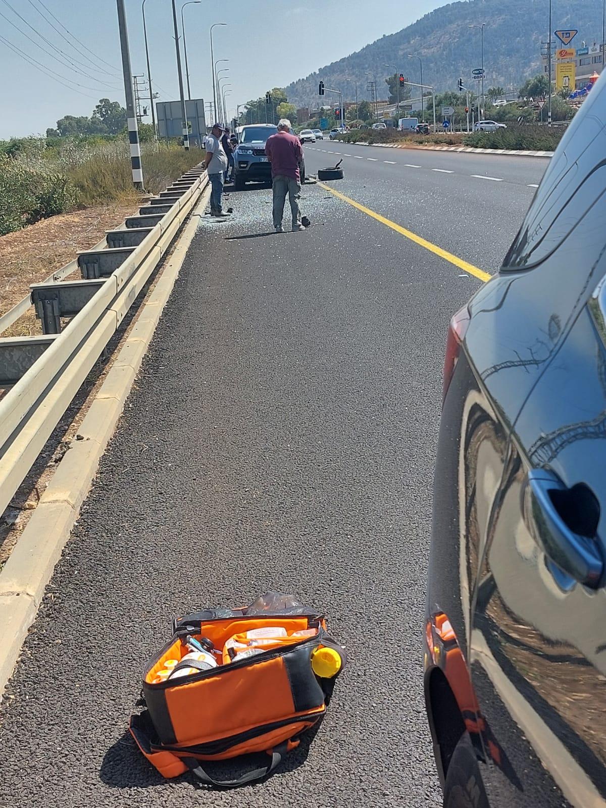 תאונת דרכים בין רכב פרטי לאוטובוס סמוך לצומת כח שני פצועים קל