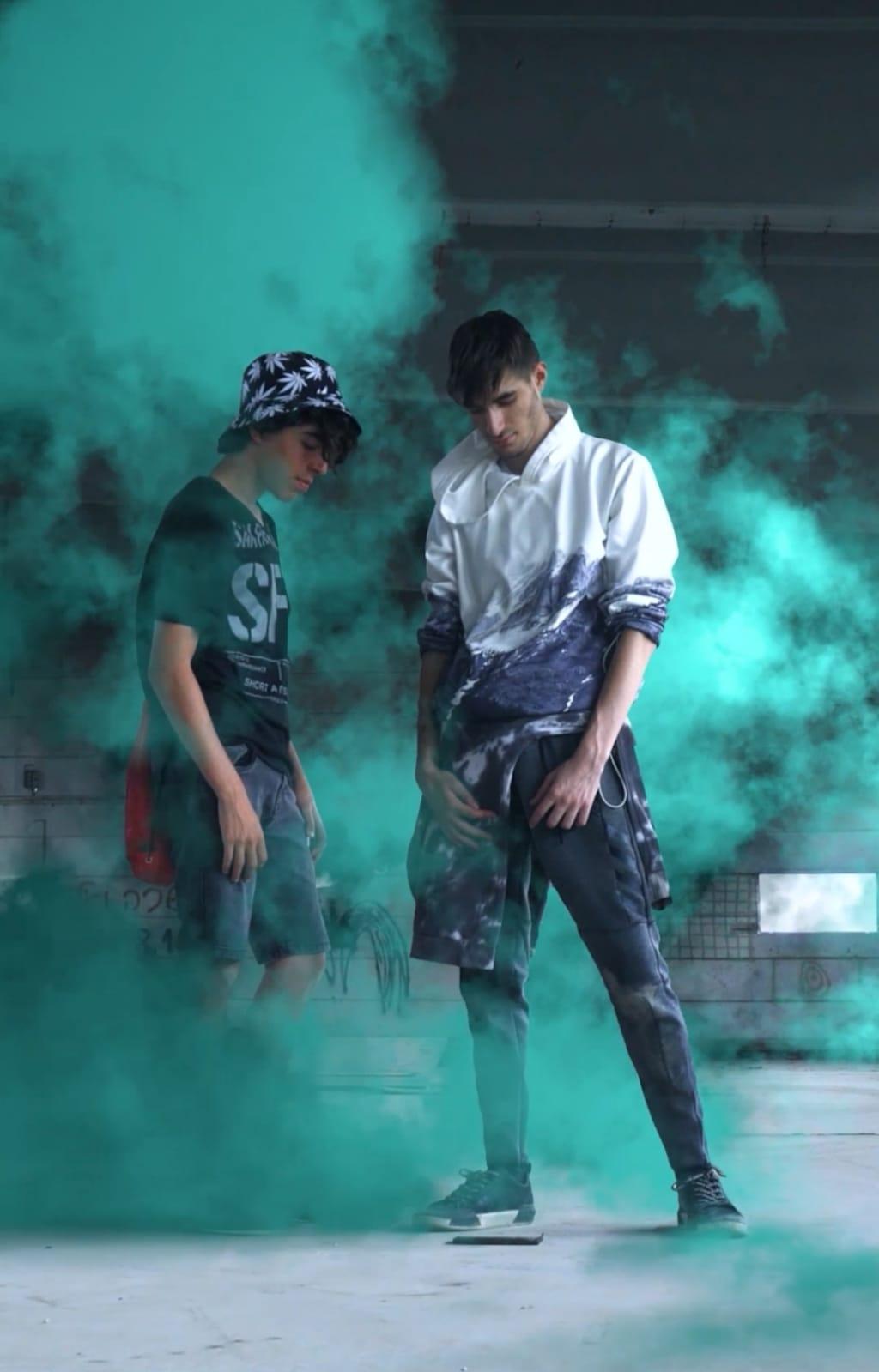 האמן ג'וני קלוור מאיילת השחר רק בן 16 וזכה במקום הראשון בתחרות קליפים של אתר 'מאקו'