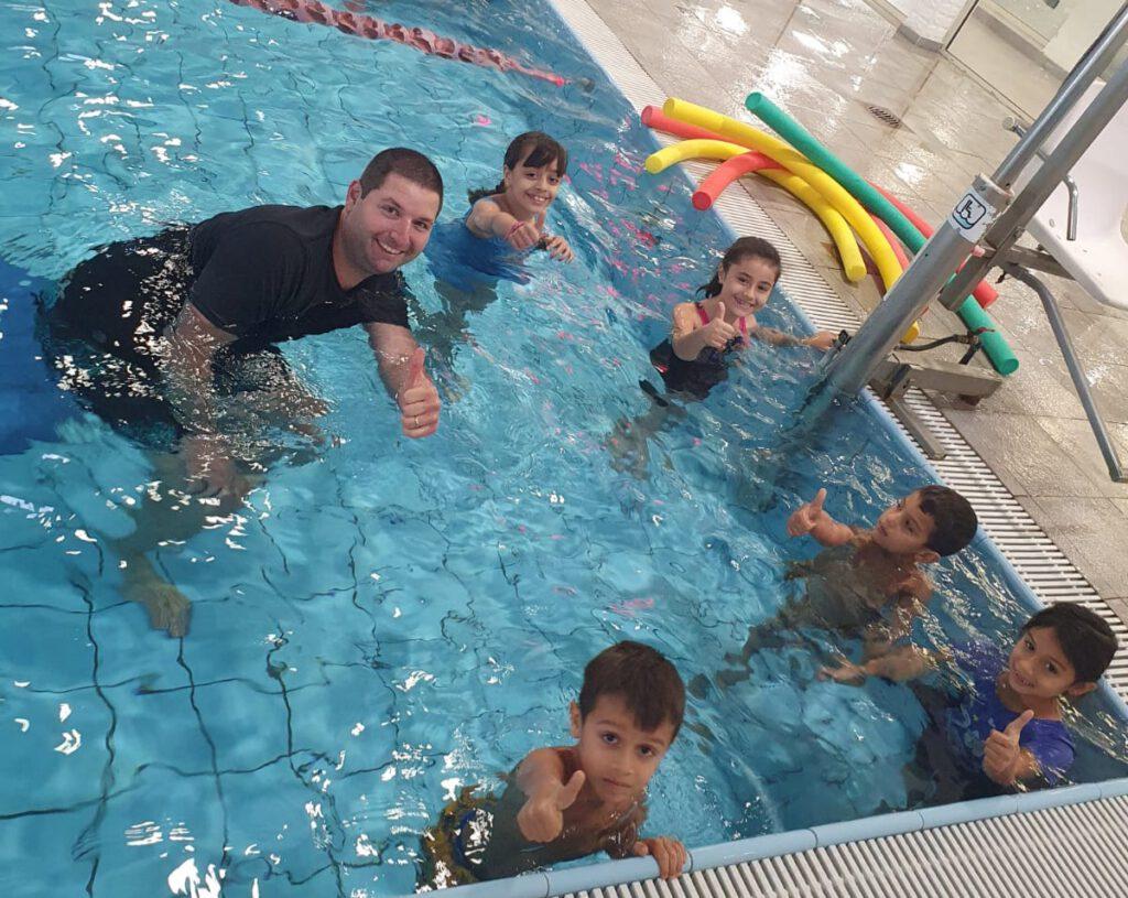 מחלקת השחייה בעמותת הספורט של הגליל העליון בשיתוף פעולה ללימודי שחייה עם ספורטאי טובא זנגרייה