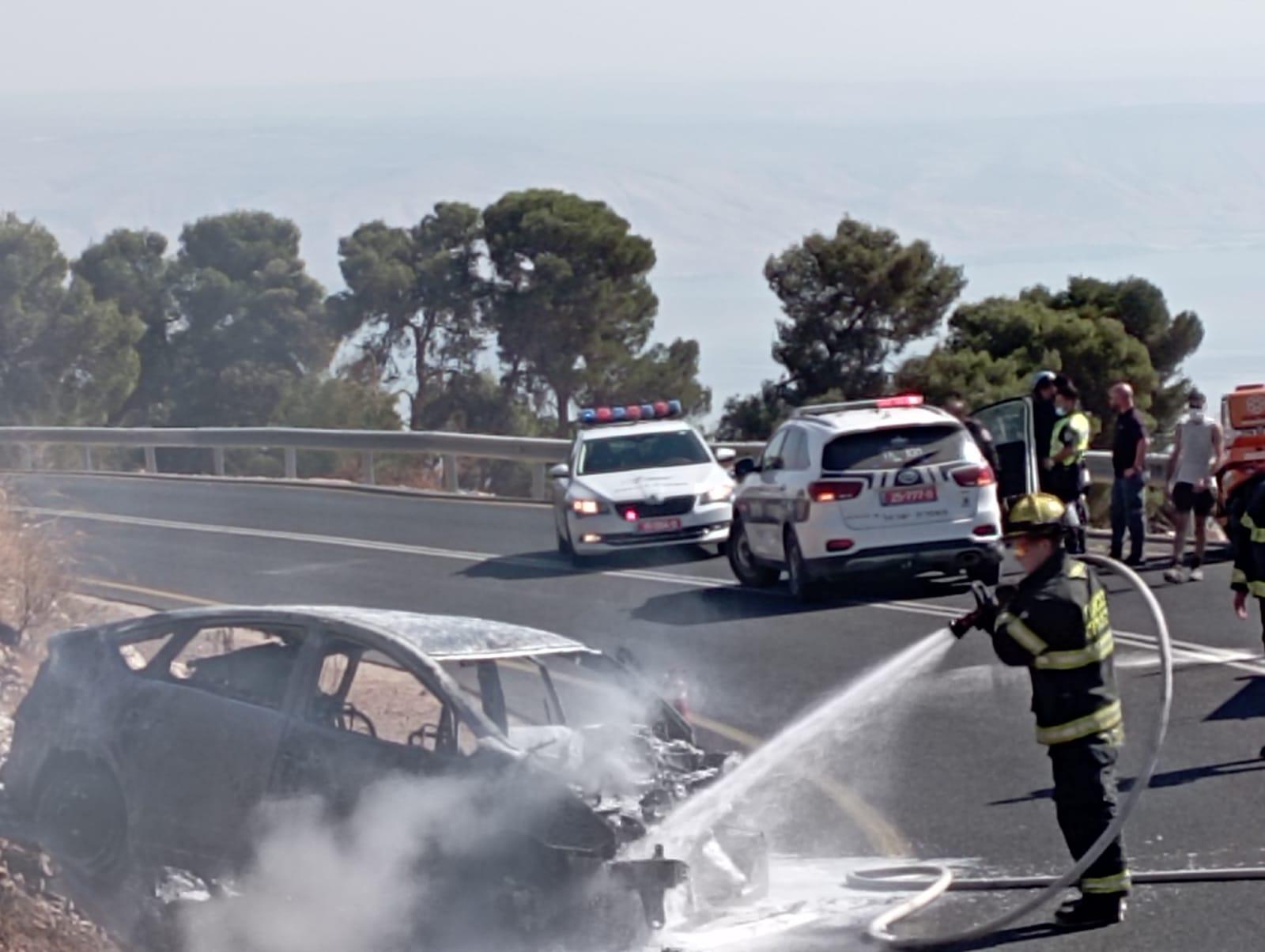 רכב התנגש בחומה ועלה באש בנוף כנרת שלושה פצועים בניהם פעוטה בת חצי שנה במצב בינוני